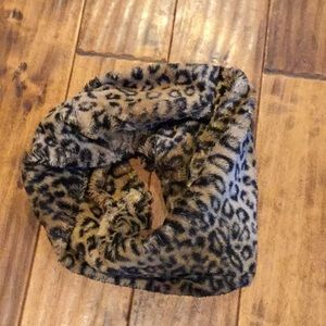 Faux fur scarf leopard cheetah cabin ski lodge